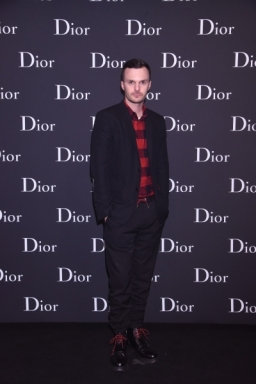 event-20160425145825-KrisVanAssche_resized_400x600